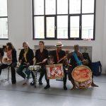 groupe de batucada EMAJINARIUM Free Spirit spectacle vivant costumé et dansant body painting paris Fraise au Loup theatre danse