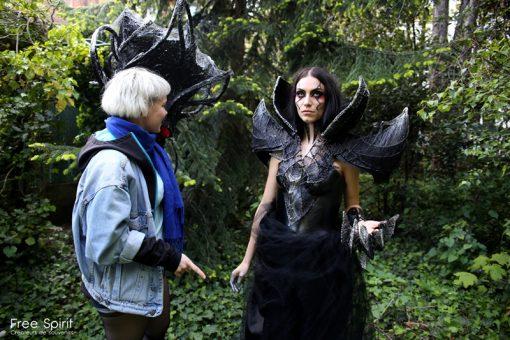 Free Spirit Emajinarium La reine noire Dark queen headpiece headdress fraise au Loup dancing show