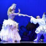 EMAJINARIUM Spectacle vivant costumé et dansant live show combining art performance theatre dance paris theatre de la madeleine